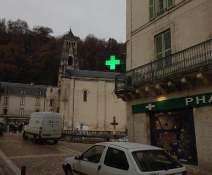 Installation croix de pharmacie